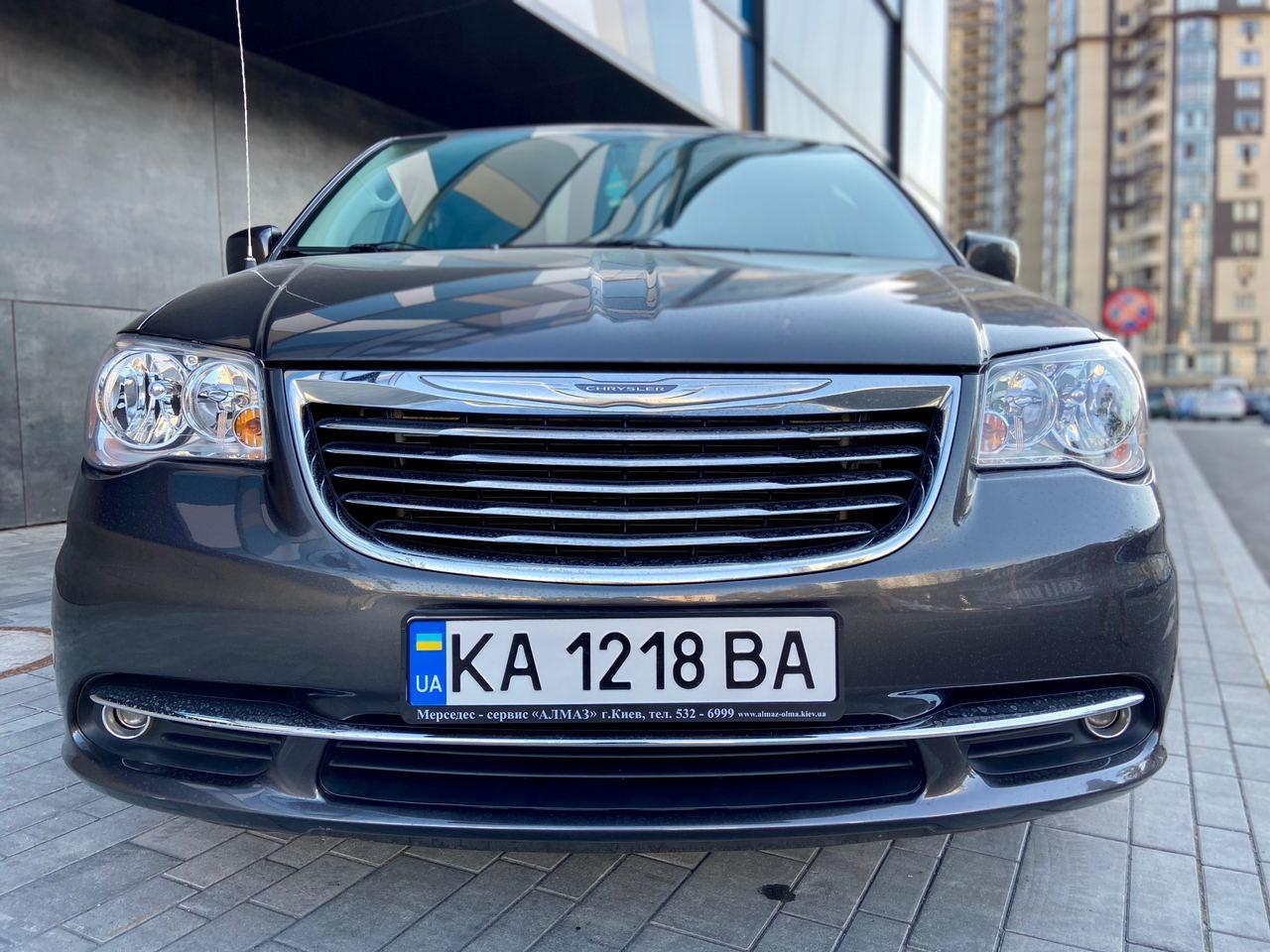 Прокат авто Chrysler Town Country 2016 в Киеве - фото 2