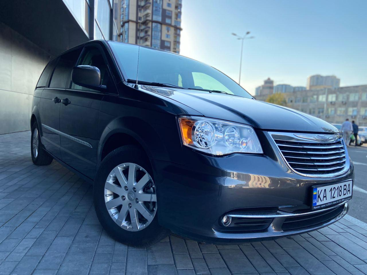 Rent a car Chrysler Town Country 2016 in Kyiv - Megarent