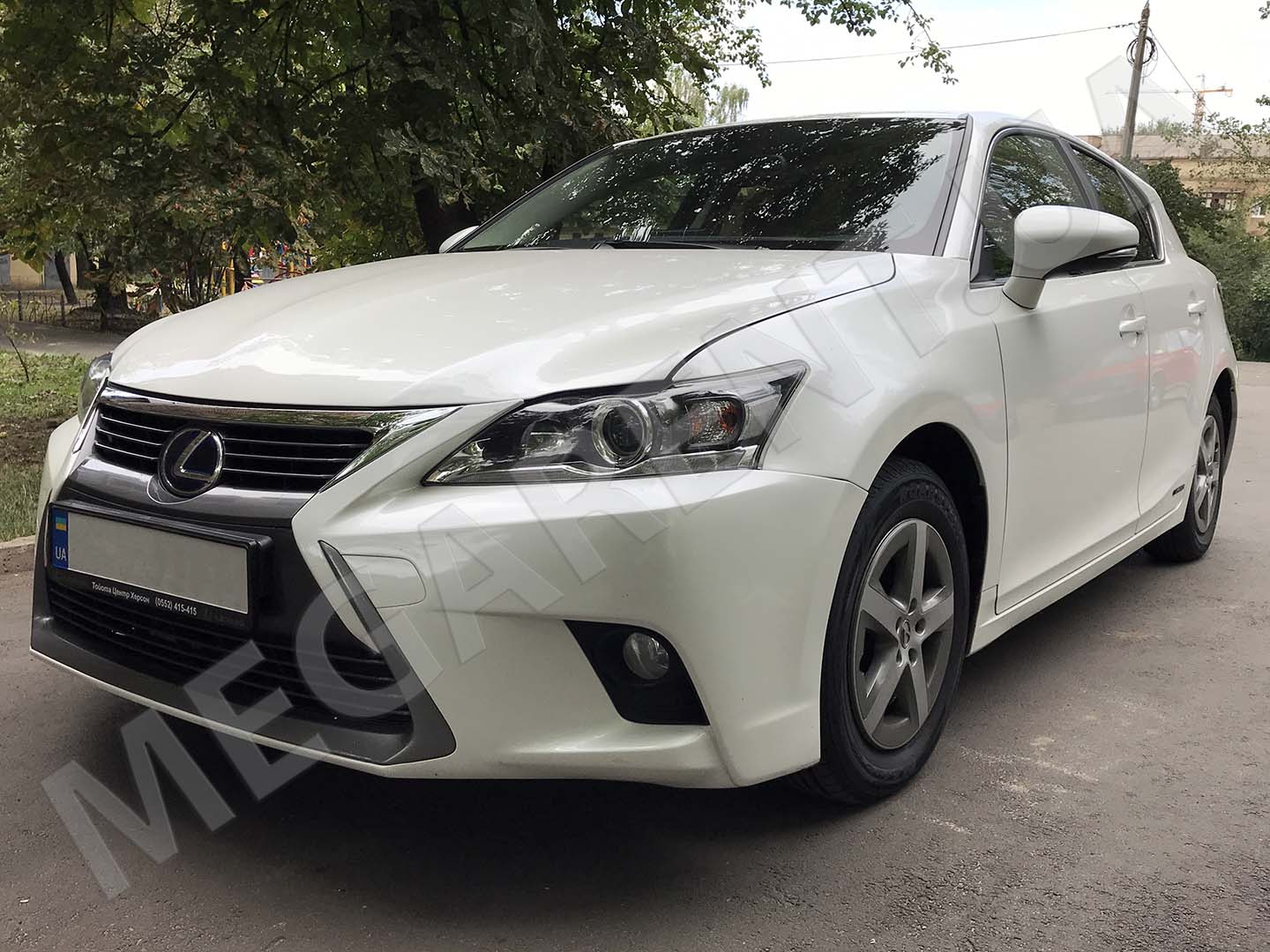Car rental Lexus CT200h Hybrid in Kyiv - photo 2
